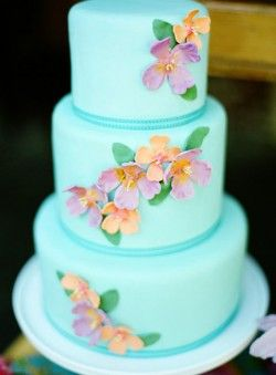 Love this color. Beautiful cake for an aqua wedding.