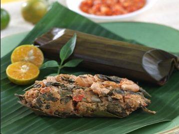 Roasted Shrimp   1 teaspoon of lemon juice   1 teaspoon of salt   1 tomato (cut into pieces)   400 grams of jerbung shrimp (cut off the...
