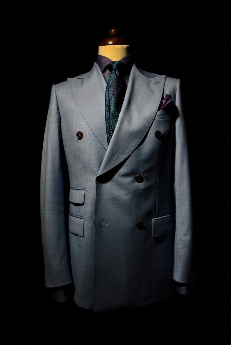 Double breasted with killer lapels - only bespoke by Artizan #morethanasuit @artizanimage