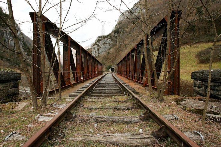 Sur la voie, avant Etsaut. le 3 février 2008.