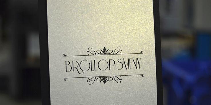 Tryck lyxiga bröllops inbjudningskort för bröllop med guld toner. #brollop #invite @bjud-in.se