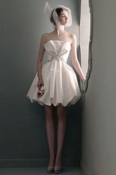 あなたもきっと似合う!cuteなミニ丈ドレスで、楽しいweddingに♬にて紹介している画像