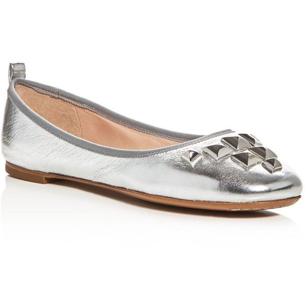 Marc Jacobs Cleo Studded Ballet Flats ($265) ❤ liked on Polyvore featuring shoes, flats, silver, silver flats, ballet flat shoes, leather sole shoes, skimmer flats and ballerina flat shoes