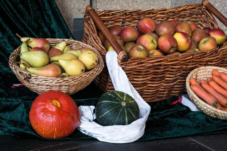 Saisonales Obst und Gemüse aus der Region bietet viele Vorteile. Welche Vorteile dies im Detail sind und wann es die gängigsten Obst und Gemüsearten erntefrisch oder als Lagerware gibt, habe ich in diesem Artikel zusammen gefasst.   #Regional #Saisonal