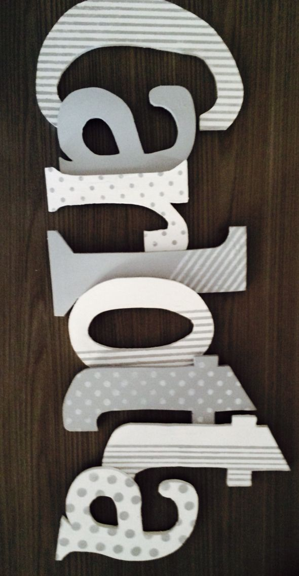 Lettere in legno dipinte e decorate con stencil