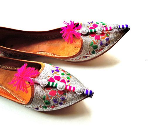 Vintage Embroidered Pointed Toe Indian Shoes