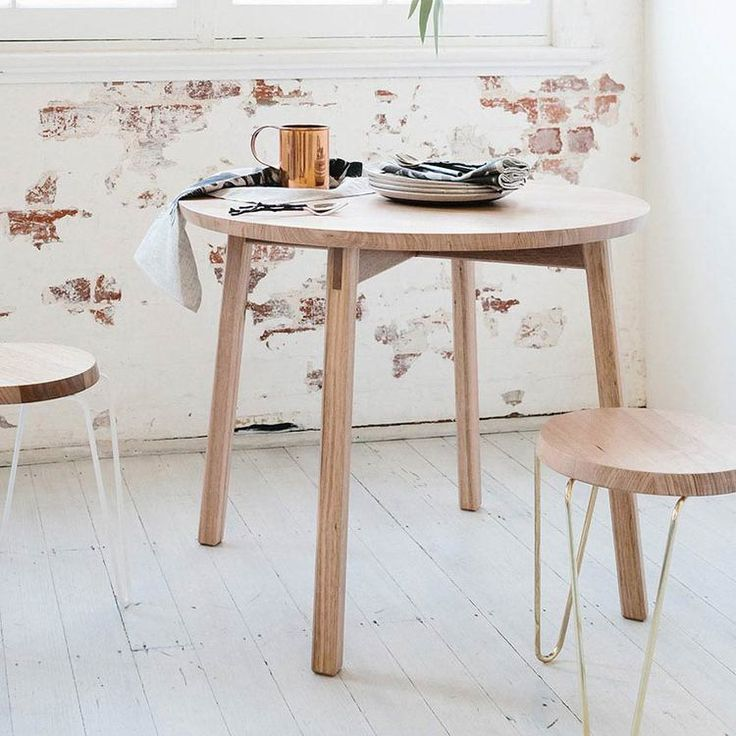 Love this oak dining table