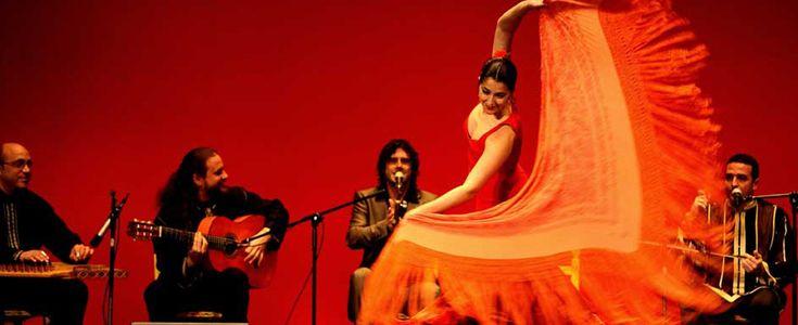 Espectáculos flamencos, chill out flamenco, performances, conciertos musicales, magia, ilusionismo, monólogos, amenizaciones, producciones teatrales, animaciones… Nuestras producciones artísticas están creadas y diseñadas especialmente para los eventos de empresa, para que a través de este medio se pueda llegar al público al que nos dirigimos que no siempre es el mismo, buscando un