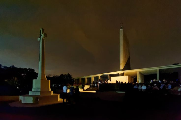 Anzac Day Dawn Commemorative Service was hosted by the Australian and New Zealand High Commissioners on 25th April at the Kranji War Memorial Cemetery, Singapore