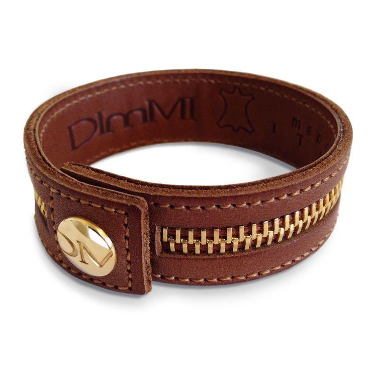DImMi Chic, il modello nato per completare i toui outfit autunnali ed invernali, con l'esclusivo bottone e la cerniera, patinati di colore ore. Non perdere l'occasione di far notare il tuo lato Chic, con DImMI glamour! #bracciali #braccialetti #outfit #moda #blogger #bracelet #dimmi #dimmiglamour