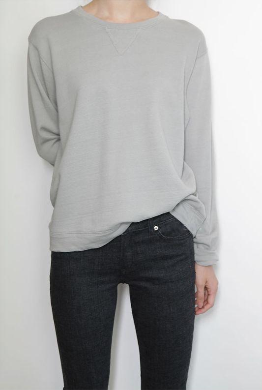 Casual Chic - light grey sweatshirt & black jeans