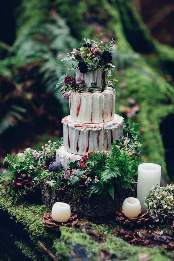 rustic moss wedding cake / http://www.deerpearlflowers.com/moss-decor-ideas-for-a-nature-wedding/3/