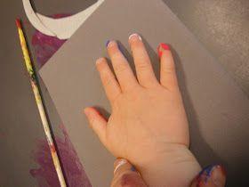 """Etter å ha fått litt inspirasjon fra """"Idebroen for barnehagen"""" prøvde vi ulike maleteknikker på Froskebua. Til 17.mai lagde vi håndavtrykk ..."""