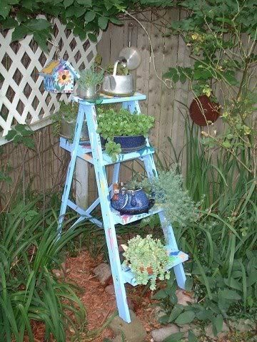 old blue ladderGarden Planters, Plants Stands, Blue Ladders, Plant Stands, Blue Gardens, Cute Ideas, Gardens Photos, Gardens Ladders, Outdoor Spaces