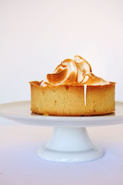 Lemon tart with almond meringue