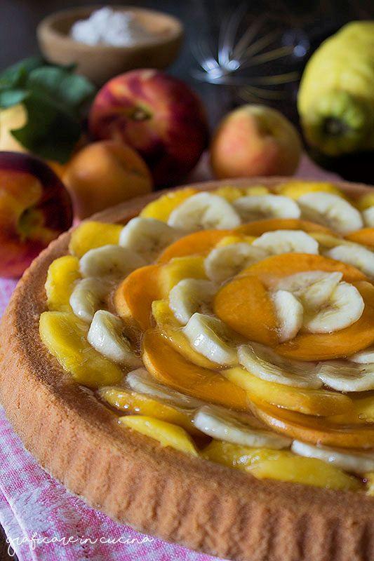 Torta morbida con la frutta semplice e veloce