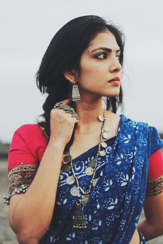 malavika mohanan, most beautiful accessories , indo-western one, just love how she paired it with a saree,. god am in love with her look ♥