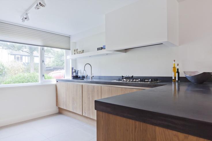 Eiken keuken met antraciet beton blad    concrete countertops