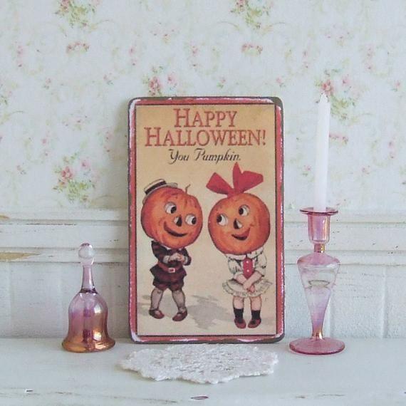 Shabby Chic Happy Halloween plaque//sign