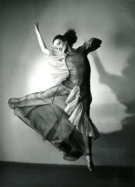 Doris Humphrey by Barbara Morgan: Modern Waltz, Modern Dance Photography, Squares Dance, La Dan, Spmodern Dancers, Dance For Inspiration, Dancers Dory, Dory Humphrey, Inspiration Dan