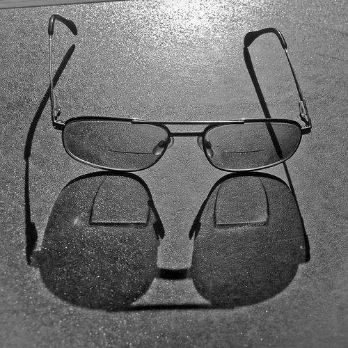 ¿Cuál es el origen de las lentes bifocales?