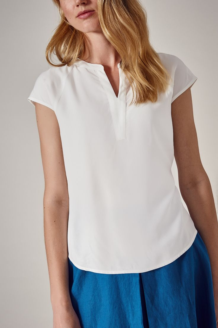 Tita elegancka bluzka z ozdobnym dekoltem kolor: biały