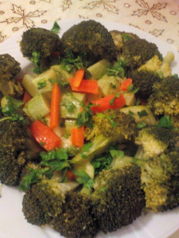 Brokoli kabak ve havuç salatasi(buharda pişmiş)