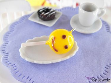 Smiley Cake Pop Charm http://de.dawanda.com/product/57357751-Smiley-Cake-Pop-Anhaenger---gelb