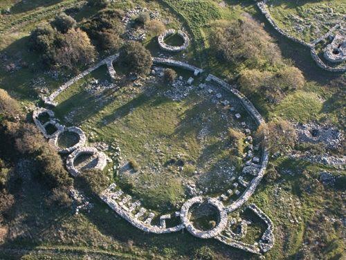 Il Santuario Nuragico Santa Vittoria di Serri: un tesoro da scoprire tra arte e storia. Sardegna, Sardinia