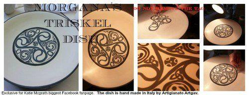 Piatto Porcellana ispirato a Morgana BBC di ArtigianatoArtgav, €45.00