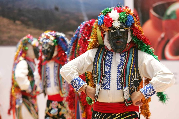 Danza tradicional de los Negros de Uruapan michoacana Foto La Jornada Michoacan.