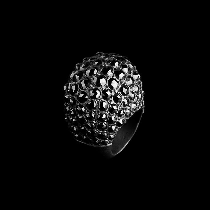 Black diamonds pumped ring