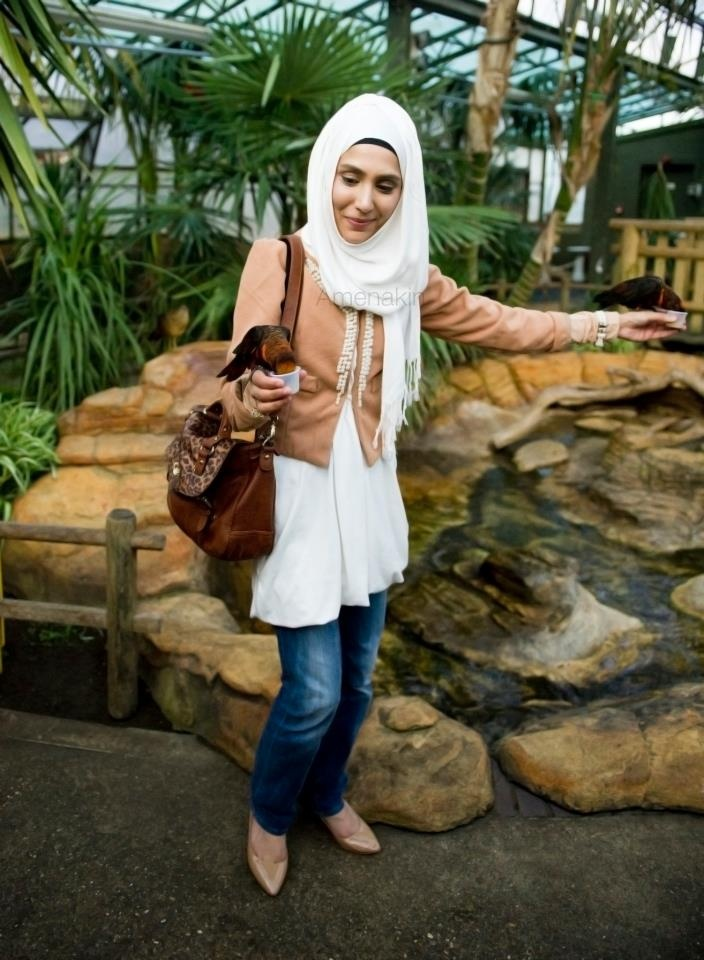 Amena from Pearl Daisy. Love this outfit. I'd totally wear this but with the hijab as a neckscarf :)