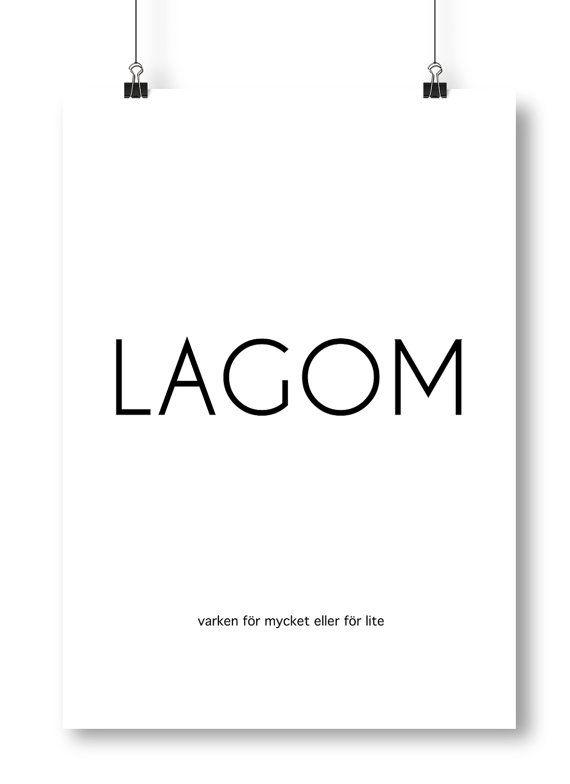 Snygg poster / tavla med typografisk design och en kort beskrivning av ordet: LAGOM. Längst ner står en text som beskriver vad lagom betyder,