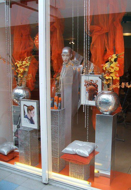 1000 ideas about salon window display on pinterest for Salon xmas decorations