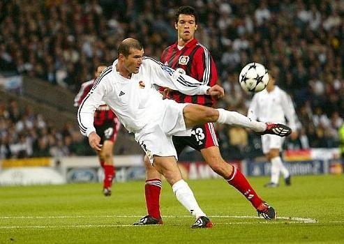 Gran momento?: Por supuesto, uno de los goles mas espectaculares de la UEFA Champions League, el partido: Bayer leverkusen - Real Madrid.... Gracias Zidane