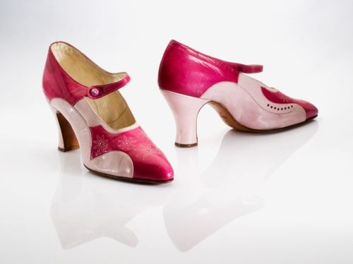 All Leather, - Leather Lined and Leather Sole. Just beautiful.   Wonderful fuchsia and pink 1920s pumps. #vintage #shoes #1920s