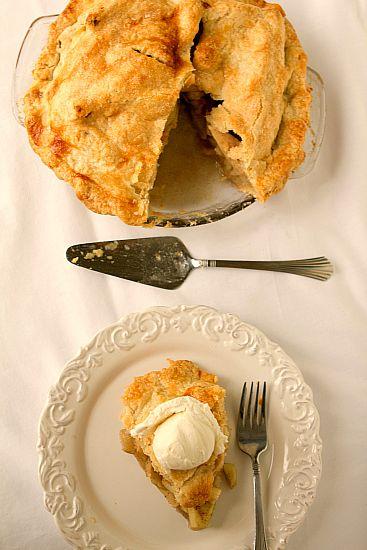 Classic Apple Pie: Food Recipes, Apples Pies Thanksgiving, Apple Pie Recipes, Apples Pies Recipes, Desserts Recipes, Classic Apples, Crusts Recipes, Pies Plates, Apple Pies