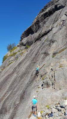 Klettern im Nusfjord, Norwegen