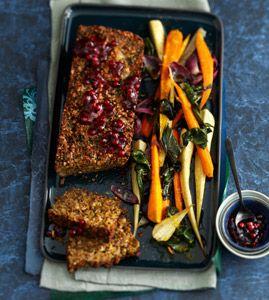 Vegetarisch: Nussbraten mit Ofengemüse - Hauptgänge für das Weihnachtsmenü - [LIVING AT HOME]