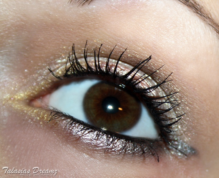 agnes b. metallic liner make up, more photos http://www.talasia.de/2012/11/08/agnes-b-lidstift-metallic-kollektion-gold-hoch-drei/