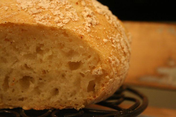Eltefritt brød, kjelebrød, «No knead bread» – kjært barn har mange navn!Jeg har ett forsøk bak meg på å lage dette brødet glutenfritt, men i dag, i dag så lyktes jeg!«No hv…