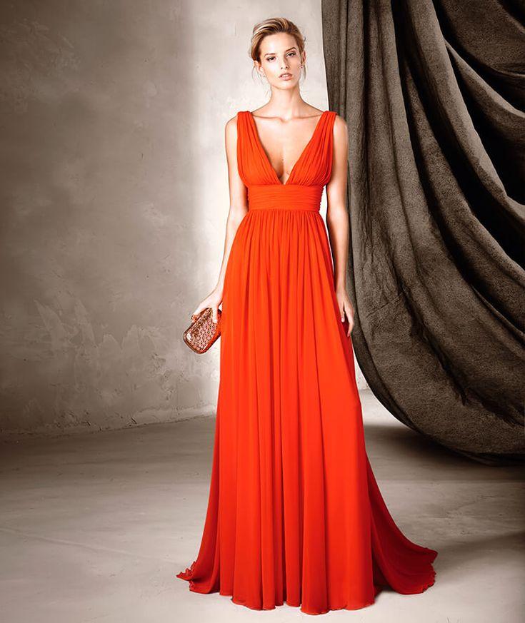 #SS2016 Vestido rojo largo de gasa, escote pico y falda vaporosa. Pronovias fiesta.