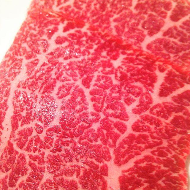 暑いですね。このまま梅雨が来ると思うと、ジメジメしたらどうなってしまうのかと。 そんな暑さに負けず、焼肉にしおか本日も元気に営業致します。 カメノコ。モモのお肉。赤身が強く、肉の旨みが味わえる部位。 肉!って感じです。 試したい方は是非当店へ。 皆様のご来店心よりお待ちしております。  #新宿 #Shinjuku #新宿三丁目 #歌舞伎町 #kabukicho #東通り  #肉 #meat #焼肉 #yakiniku #a5  #黒毛和牛 #精肉店直営 #焼肉にしおか #カメノコ #山形牛 #佐賀牛 #うま #感謝 #ご来店 #心より #お待ちしております