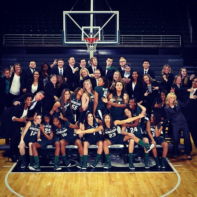 Crazy bunch. @MSU_WBasketball #msu #spartans #basketball #teamphoto #mediaday #Padgram