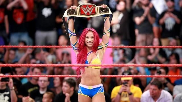 Sasha Banks Defeats Charlotte to Win WWE Raw Women's Title