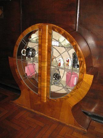 Burgh Island Hotel: display cupboard in the hallway