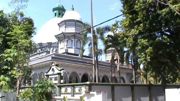 Melihat Dari Dekat Masjid Tiban Pasuruan