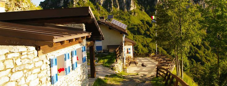 Il Rifugio Pernici si trova sul valico tra #GardaTrentino e #VallediLedro. Punto di riferimento per #biker e amanti del #trekking, offre #cucina tipica trentina.  The hut Pernici lies between #GardaTrentino and Ledro valley and with its typical cuisine is a point of reference for #bikers and #hikers.