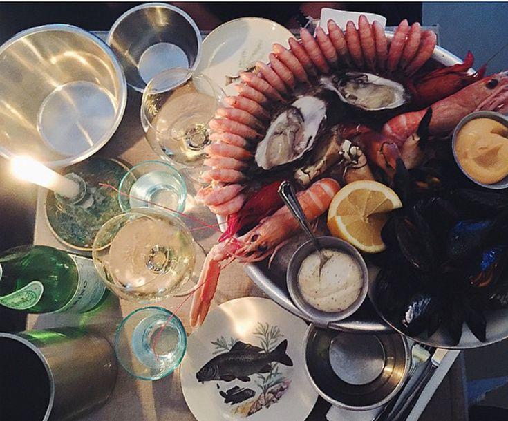 <b>AFTENSMAD</b> <br/>Klassisk Fisk – Skal man have fisk og skalddyr i Århus, så skal man på Klassisk Fisk, der tilbereder de lækreste retter fra havet på fransk manér. Nyd hummer, krabbe, muslinger, østers, pighvar eller deres legendariske bouillabaise. Hvis man er lidt mindre til fisk kan man også få en oksemørbrad til hovedret .<br/><B>TW Favorit: Snup deres La Plateau Grande som en dele forret og smag alle havets frugter. Der er alt fra østers, jomfruhummer, muslinger og rejer og det…